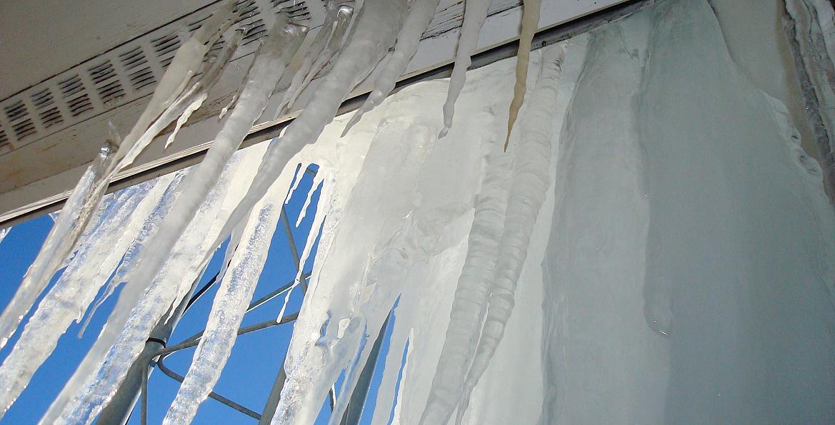 Roof gutter de-icing